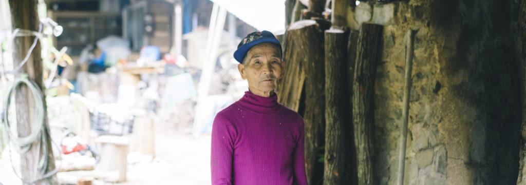60歳で炭焼き職人に。山と窯で木の声に耳を傾ける。